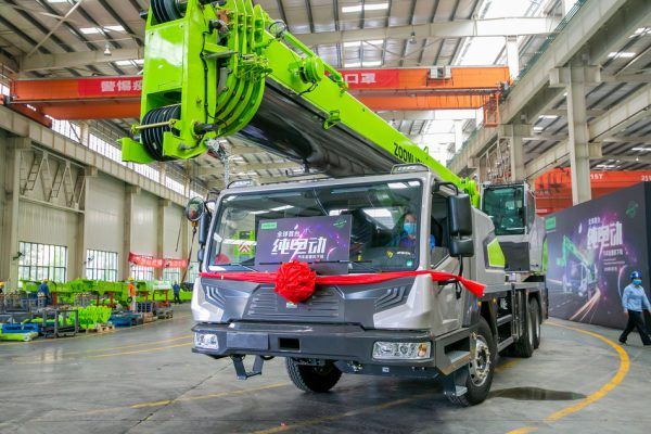 Zoomlion Produces the World's First Pure Electric Truck Crane