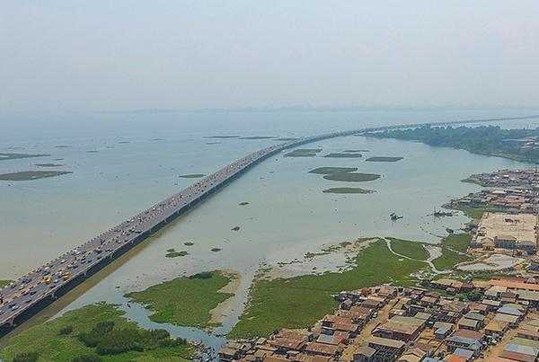 Nigeria's Third Mainland Bridge repair in progress as traffic paralysed