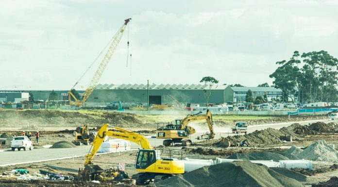 5 types of heavy equipment every contractor needs